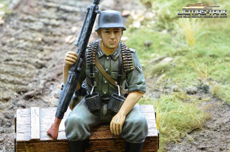 german tank rider mg42 gun soldier