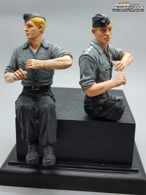 German Tank Crew Soldier blond with Shirt and Cap with Legs to assemble F1014 licmas-tank
