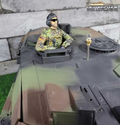 1/16 figure Bundeswehr tank crew flecktarn with sunglasses