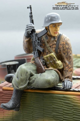 Figure Soldier WW2 Pea dot pattern German Tank Rider StG44 shooter Wehrmacht handpainted 1:16 licmas-tank