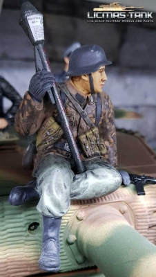 1/16 Figure Soldier WW2 Pea dot pattern German Tank Rider with bazzoka and StG44 Wehrmacht