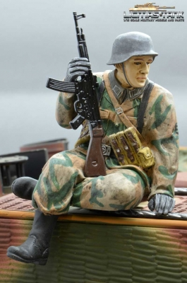 Figure Soldier WW2 splinter pattern German Tank Rider StG44 shooter Wehrmacht handpainted