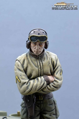 Figure U.S. Tank Crew WW2 Soldier with crossed Arms  1/16