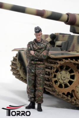 "1/16 Figure Series Figure standing ""Richtschütze"" of a Tiger Tank Crew WW2"