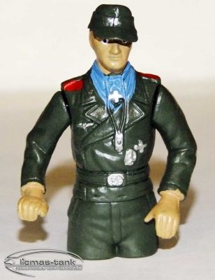 Heng Long tank commander with headphones plastic painted 1:16