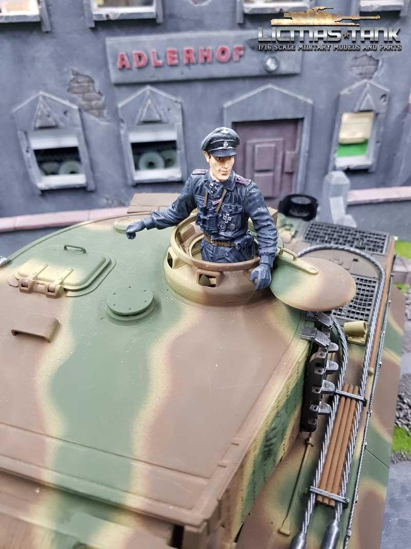 Half Figure Figure 1:16 Kommandant German Tank Crew Normandy 1944 F1007-h