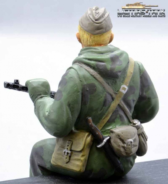 Figure Soldier WW2 russian Scout with PPSh-41 Tankrider Amobea Pattern green 1:16