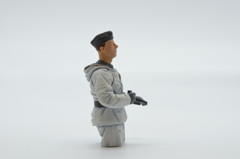 german tank soldier winter camouflage size 1:16