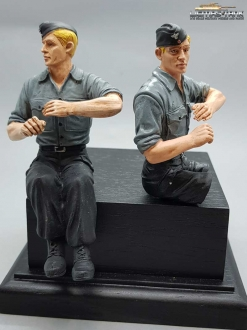 1/16 Figure German Tank Crew Soldier blond with Shirt and Cap with Legs to assemble F1014 licmas-tank