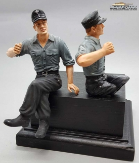 1/16 Figure German Tank Crew Soldier with Shirt and Field Cap with Legs to assemble F1015 licmas-tank