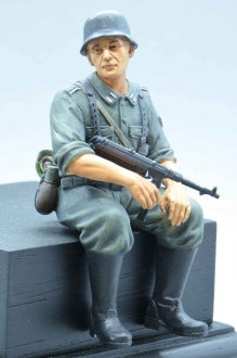 1/16 Figure Soldier WW2 German Tank Rider MP40 shooter Wehrmacht handpainted