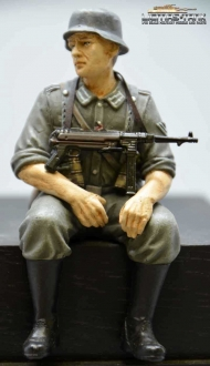 1/16 Figure Soldier WW2 grey German Tank Rider MP40 shooter Wehrmacht handpainted
