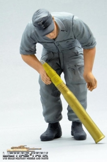 1/16 Figure Soldier WW2 bent over german self-propelled gun crew