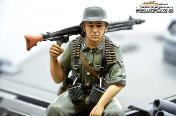 1/16 Figure German Tank Rider MG42 Polyresin hand painted